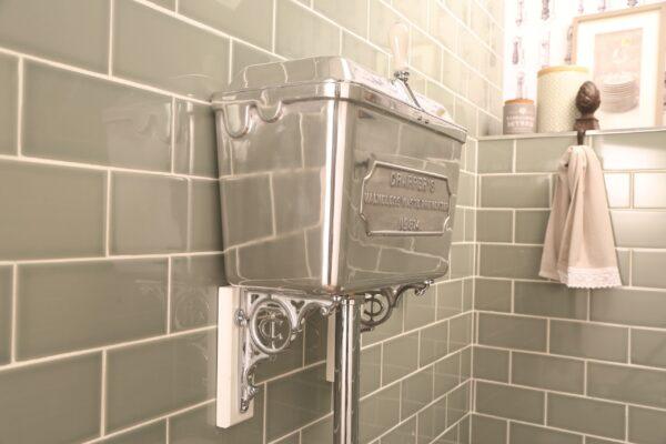 Low-level 814 Cistern - Polished Aluminium